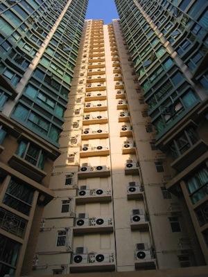 airco-units in flatgebouw