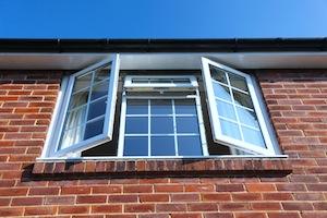 Energieverbruik airco beperken? Doe het raam open!